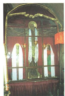 Пасхальное облачение Животворящего Креста (храм Иоанна Златоуста, фото 1997г.)