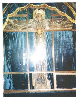 Фиолетовое облачение Животворящего Креста в праздники: явления Креста (11 июня) и в праздник Кресто-воздвижения (27 сентября) (храм Иоанна-Златоуста).