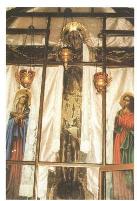 Белое облачение Животворящего Креста в праздники Рождества Христова и Крещение Господне.
