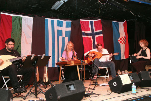 Karpouzi Trio with guest percussionist, Batja Bell.