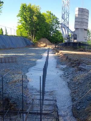 08.05.2018 - Das Fundament wird gegossen.