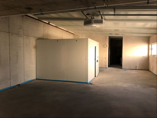 16.10.2018 - Die Wände des Kühlraums stehen schon.