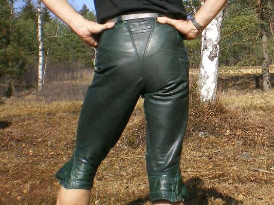 dark green · knee-length · waist 28 ½ · enlarged to 31 · 20100326-24