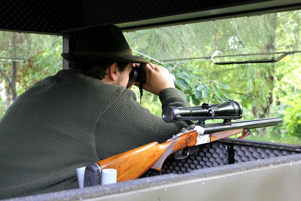Sedlmaier Revierbedarf, Mobile Schlafkanzel auf Scherenhebebühne, Gewehrhalterung, Jäger, Jagd, Wild, Wald