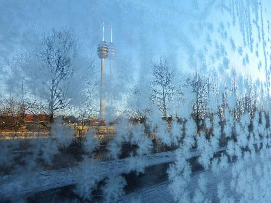 winterliche Spiegelung des Nürnberger Fernsehturms