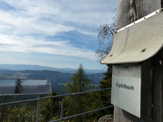 Das Gipfelbuch am Hennenkobel (Bayr. Wald)