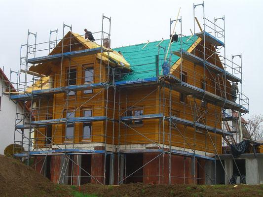 Holzbauhaus mit Blockbohlenwänden