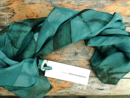 Seidentuch Olivia grün, Silvia Bundschuh Hutdesign, Hamburg