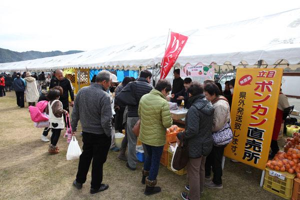 鯛伊食祭:伊勢海老汁の行列