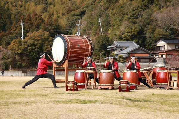鯛伊食祭:明徳義塾中高等学校の和太鼓演奏