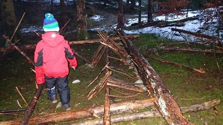 Wildnisschule-Naturerlebnis für Kindergartenkinder /  www.wildnisgeist.de