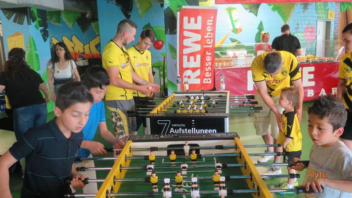 """Ein Ball - eine Welt  Dortmund, 05.06.2016, Interkulturelles Stadionfest """"Ein Ball - eine Welt!"""" im Signal Iduna Park.  """"Nachweis Fan-Projekt Dortmund, Fotograf: Wolfgang Hartwich"""""""