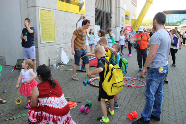 """Ein Ball - eine Welt  Dortmund, 05.06.2016, Interkulturelles Stadionfest """"Ein Ball - eine Welt!"""" im Signal Iduna Park.  """"Nachweis Teach First, Fotografin: Anna Steinmeier"""""""