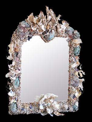 Miroir magique au mur N°1 ( H 80 X L 60 cm) Nidpie Créations.