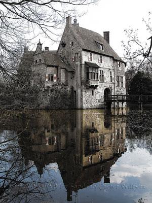 Burg Vischering - lum  80x60 cm