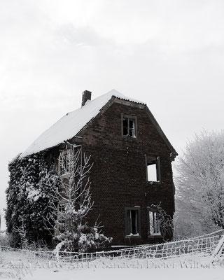 Ruine im Schnee / stand bei Gut Forstmannshof - 2 vu  80x100 cm