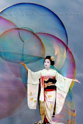 Geisha's Soap Bubble - E 2016  40x60 cm