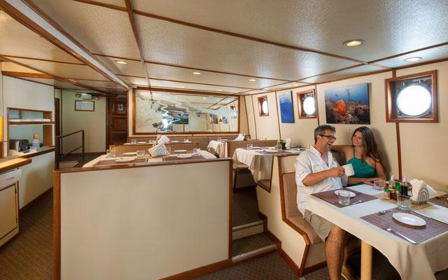Comedor del barco 'Seahunter' en la Isla del Coco, ©Underseahunter Group