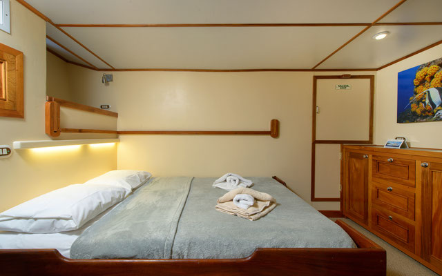 Cabins double bed of the ship Seahunter in Cocos Island, ©Unterseahunter Group