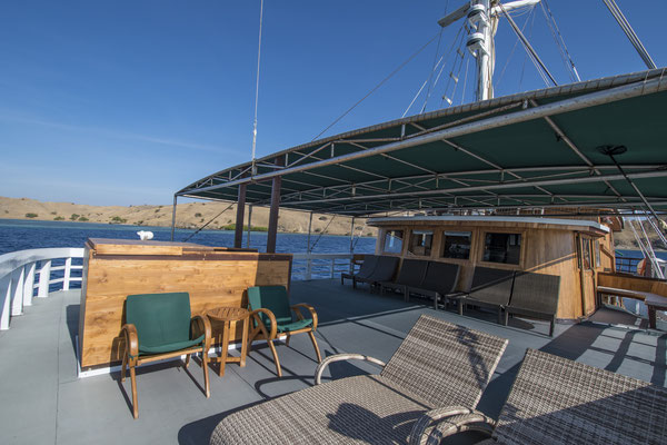 Sundeck of the ship Indonesia Liveaboard, ©Pindito