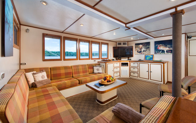 Lounge area of the ship Seahunter in Cocos Island, ©Unterseahunter Group