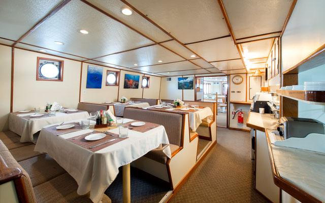 Essensbereich des Schiffes Seahunter auf der Kokosinseln, ©Underseahunter Group