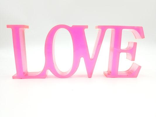 Love en résine rose 20$