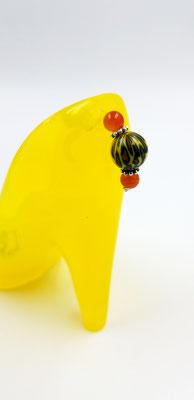 Soulier talon en résine jaune our mettre bagues, crayons ou autre 20$