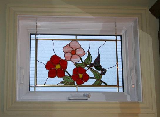 Vitrail de fleurs et colibri