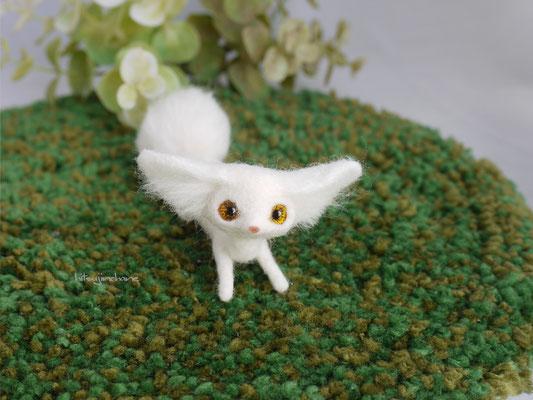 羊毛フェルトの管狐