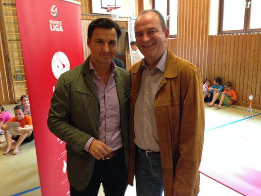 Ein Ball für jedes Kind 2013: Mag. Heralic mit Herbert Prohaska