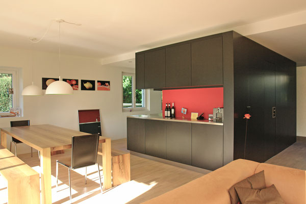 im Küchenblock ist Reduit und Gäste-WC integriert