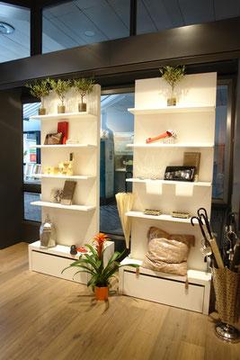 selber entwickelte flexible Warenträger mit integrierten Schubladen