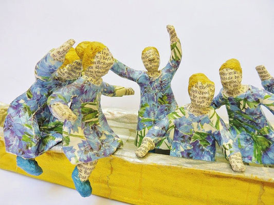 Boat of dreams (Detail), 13 cm H, 50 cm L, 10 cm D, Papermaché, Heike Roesner/2018