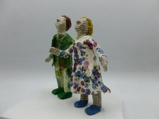 When everyone began to wonder No. 3, papermaché, 13,5 cm H (Heike Roesner/2021)