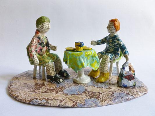 Im Kaffeehaus, Papiermaché, 10,5 cm hoch, 23 cm lang, 14,5 cm tief (Heike Roesner/2016)