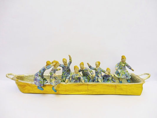 Boat of dreams, 13 cm H, 50 cm L, 10 cm D, Papermaché, Heike Roesner/2018