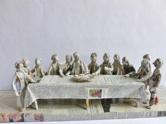 Abendmahl, Papiermaché, 17 cm hoch, 60 cm lang, 16 cm tief (Heike Roesner/2017)