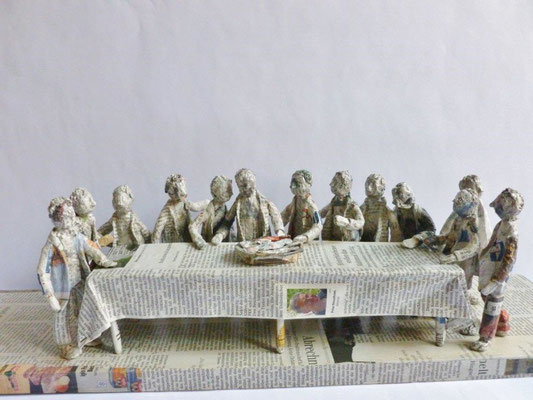 The Last Supper, Papermaché, 17 cm H, 60 cm L, 16 cm D (Heike Roesner/2017)