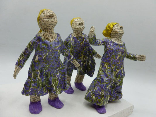 When everyone began to wonder No. 4, papermaché, 12-14 cm H (Heike Roesner/2021)