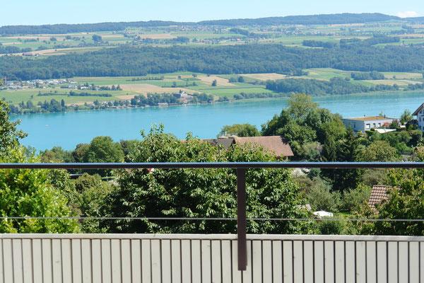 Herrliche Aussicht von der 89 m2 grossen Traum-Terrasse