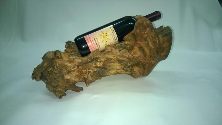 Weinflaschenständer aus einem Wurzelstock. Apfelbaum aus Natz/Südtirol