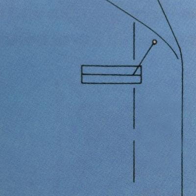 Horizontales Knopfloch überlappt die vordere Mitte um 3mm