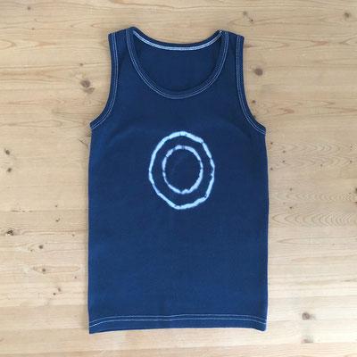 fertig gefärbtes T-Shirt