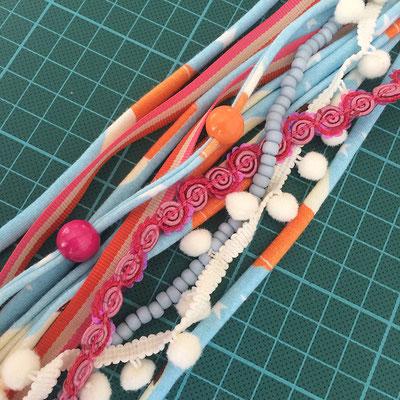 Zpagetti mit Bändern und Perlen kombiniert