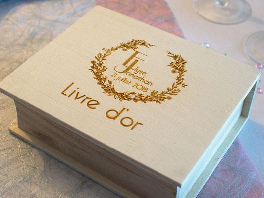 Boîte en bois pour livre d'or