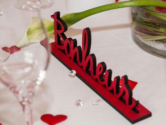 Nom de table en bois rouge
