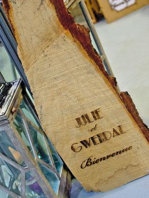 Panneau de bienvenue sur tranche de bois
