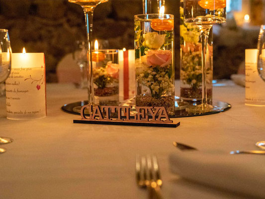 Nom de table en bois rose