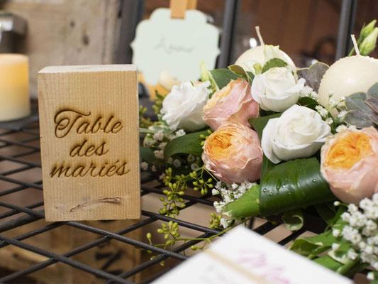 Nom de table en bois; gravure sur tasseau